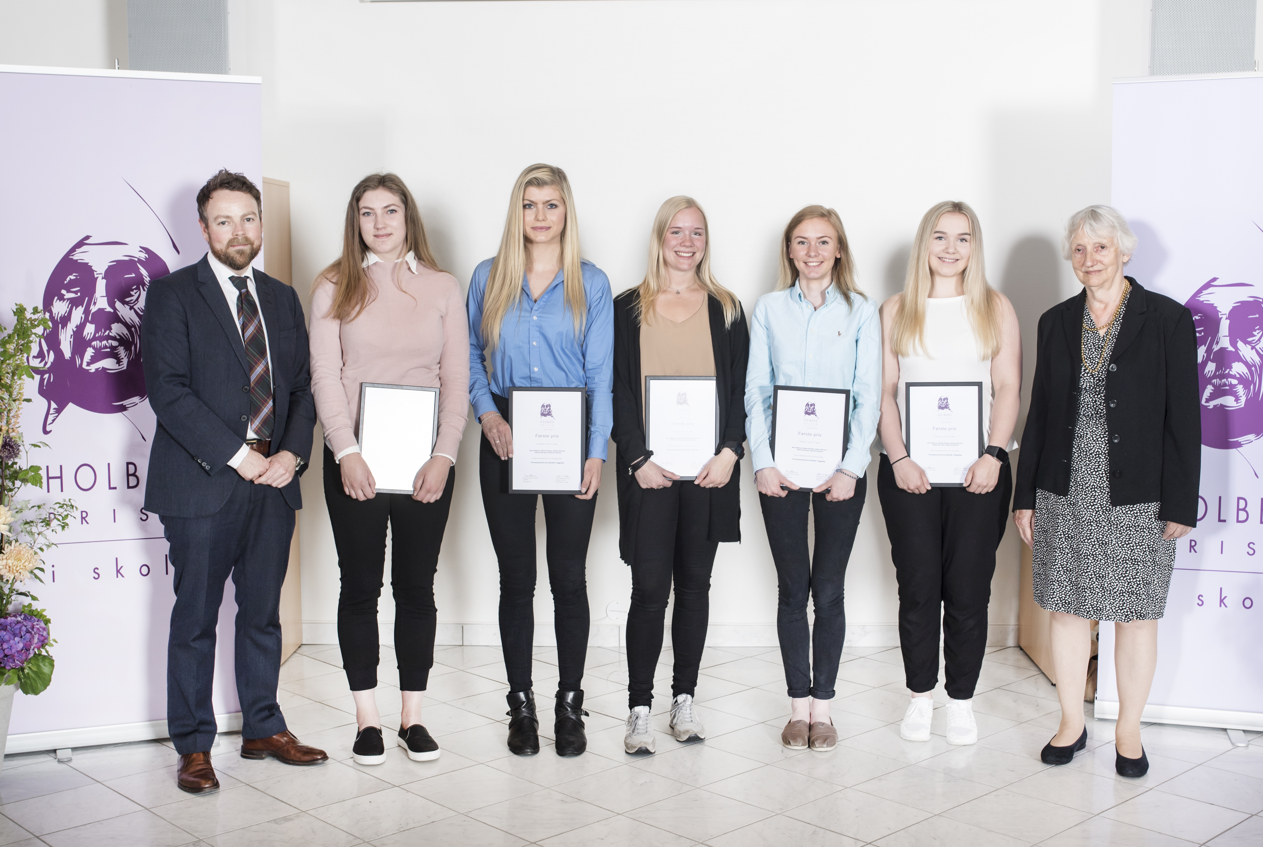 Skoleprisvinnerne 2017 Aina Pedersen, Beate Haugen, Helene Storenes, Helene Storsæter, Serina Hansen