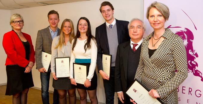 Oslo handelsgymnasium fikk tredjepris og lærerstipendet i Holbergprisen i skolen 2012