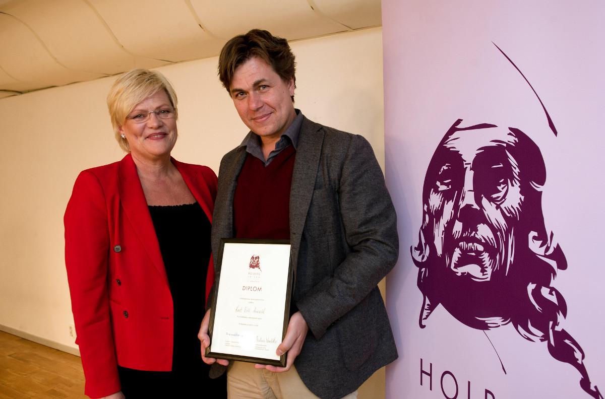 Kristin Halvorsen og vinner av lærerstipende 2013 Knut Erik Aarvold fra Elvebakken videregående skole.