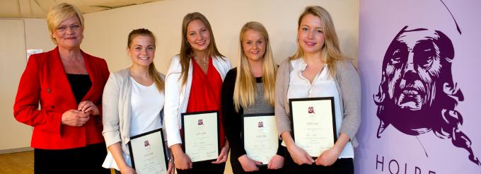 Kristin Halvorsen, Andrea Bakken, Tyra Nyeborg, Katrine Stake og Ada Lunde fra Elvebakken videregående skole